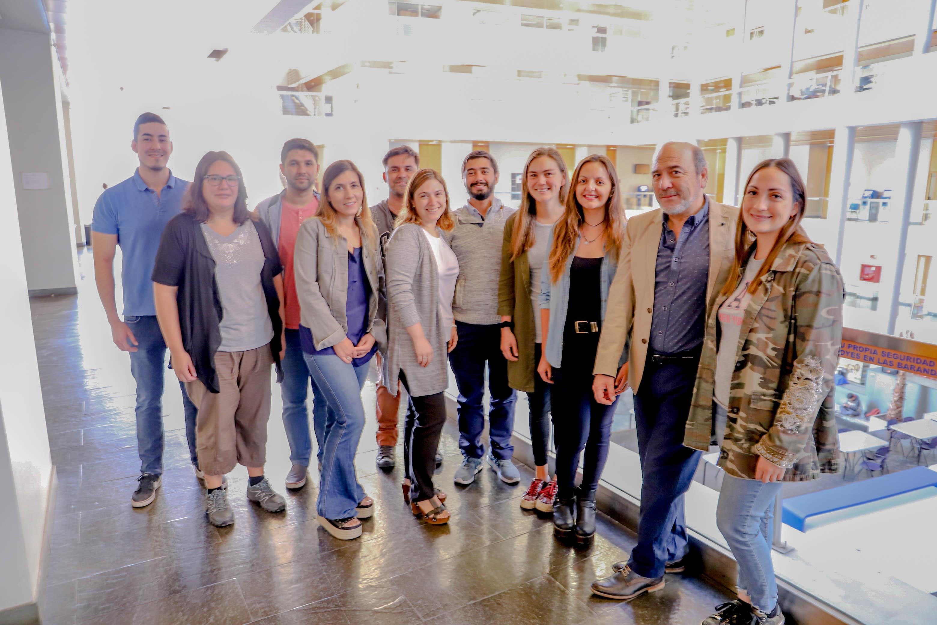 Los estudiantes del postítulo junto a su director, Héctor Monardes