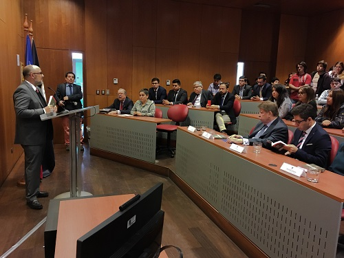 Gustavo Balmaceda, Director del Departamento de Derecho Penal, fue uno de los docentes que participó en la edición del Código Penal.