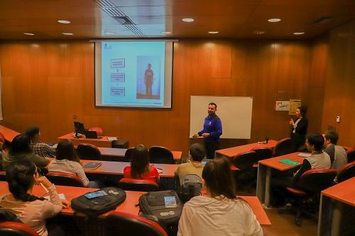Durante el inicio, el director explicó los objetivos del postgrado.