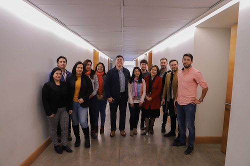Los estudiantes de la primera versión del diplomado, junto al Dr. Edmundo González (al centro).