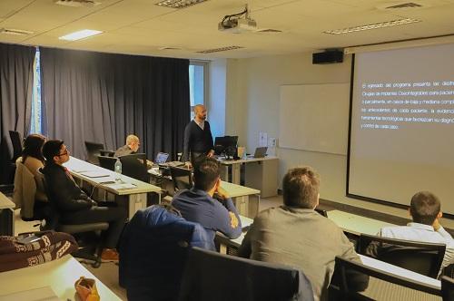 El coordinador Alejandro Signorio recibió a los estudiantes del diplomado, y explicó las características el programa.