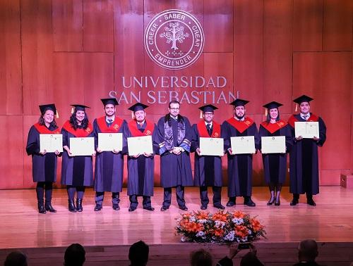Los graduados del MBA Executive, junto al director Sebastián Matthews.