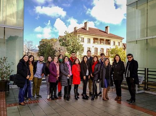 Los estudiantes de la segunda versión del diplomado, junto a la directora Marlova Silva.