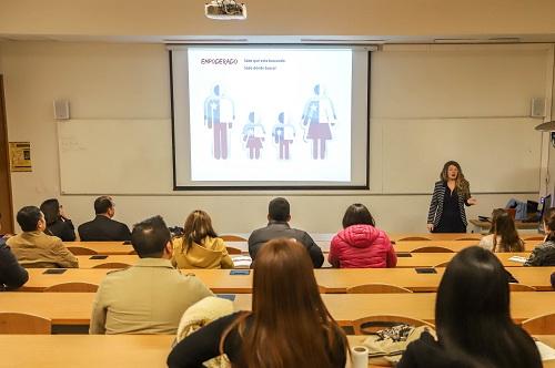 La charla de Claudia Scherman tuvo como foco el cambio de perspectiva de consumidor a cliente.