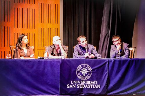 El primer panel de discusión de la jornada: Drina Álvarez, Felipe Inostroza, Francisco Espinoza y Antonio Ysunza.