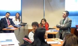 Dr. Guillermo Escobar, co-director académico del programa en España dictó clases presenciales del M