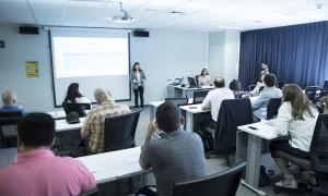 La Coordinadora Nacional del USSLC, Tatiana Araya, explicó el programa a los docentes que asistieron a la capacitación.