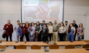 Los asistentes a la taller fueron recibidos por el docente Manuel Cuevas.