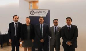 (de izq. a der.) Víctor Hernández, Alejandra Díaz, Guillermo Escobar, el decano (i) Iván Navas, y Arturo Squella.