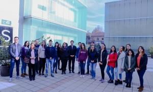 Los estudiantes de la quinta versión del diplomado en Santiago, junto al director Andrés Voisier (al centro).