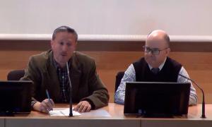 El Dr. Álvaro Quiñones, participando en la videoconferencia organizada por la UNED (extraído de Canal UNED).
