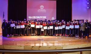 todos los graduados y las autoridades 1